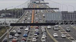 traffic-banks-up-on-the-auckland-harbour-bridge.jpg.hashed.71d93f0c.desktop.story.right